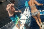 39_Biggi_and_Wolfi_helping_anchoring_at_Maya_bay_(Koh_Phi_Phi_Le)