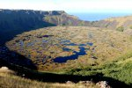 06_The_lake_surface_of_Rano_Kau_is_covered_with_mats_of_fresh_water_reeds_(Scirpus_californicus)